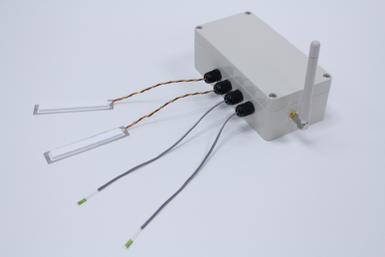 ST-COMMとひずみセンサを接続した外観